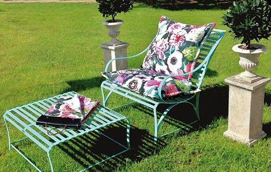 Passende hochwertige Polster und Bezugsstoffe für exklusive Gartenmöbel aus Edelstahl